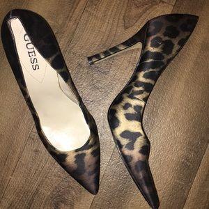 Guess Leopard print pumps satin finish